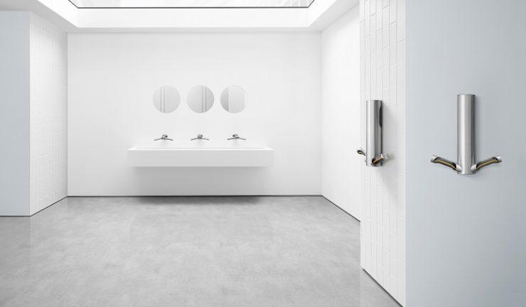 secador de manos en baño hotel